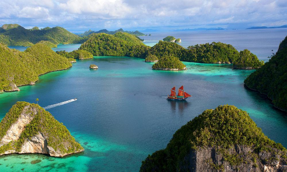Tiger Blue anchored at Pulau Wayag, Raja Ampat